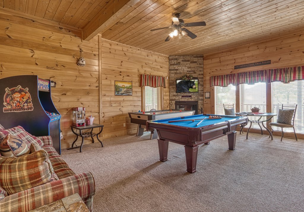 Photo of a Sevierville Cabin named Absolutely Wonderful #304 - This is the second photo in the set.