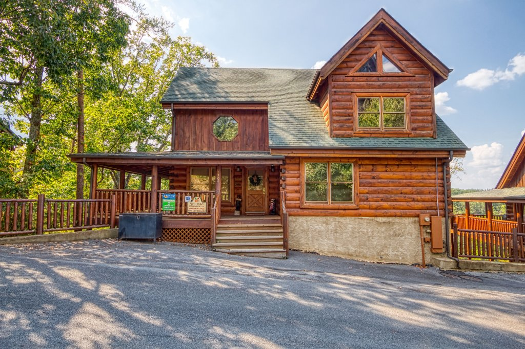 Photo of a Sevierville Cabin named Absolutely Wonderful #304 - This is the first photo in the set.