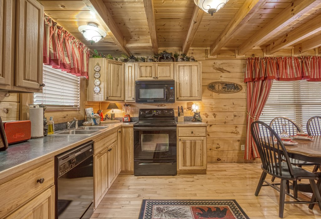 Photo of a Sevierville Cabin named Absolutely Wonderful #304 - This is the twenty-fifth photo in the set.