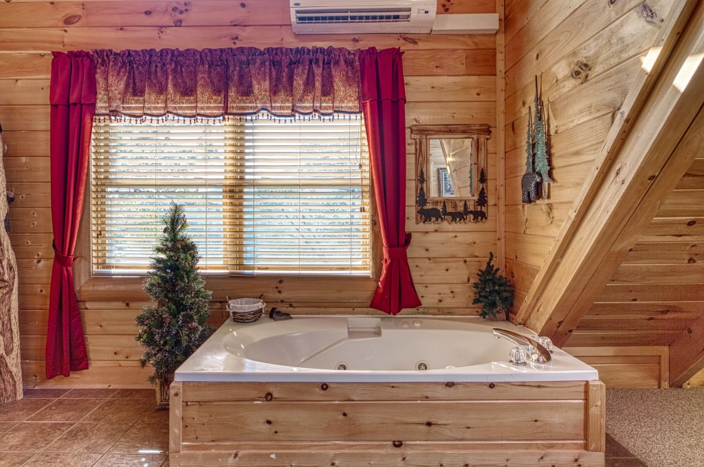 Photo of a Sevierville Cabin named Absolutely Wonderful #304 - This is the thirty-sixth photo in the set.