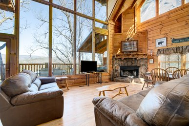 Brother's Cove cabin with impressive views, game room, and fireplace