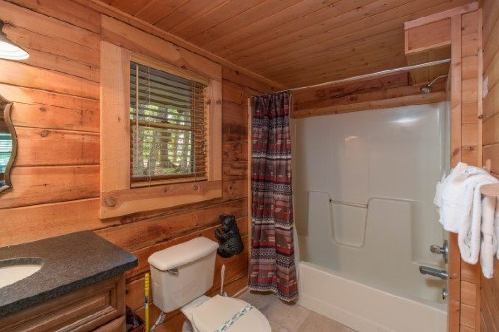 Photo of a Sevierville Cabin named Bear Mountain - This is the seventh photo in the set.