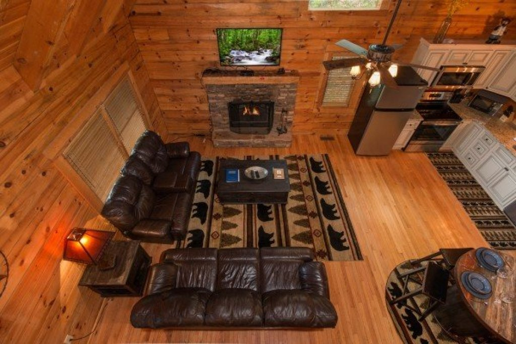 Photo of a Sevierville Cabin named Bear Mountain - This is the first photo in the set.