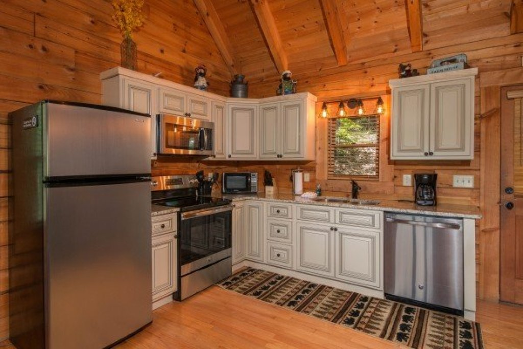 Photo of a Sevierville Cabin named Bear Mountain - This is the third photo in the set.