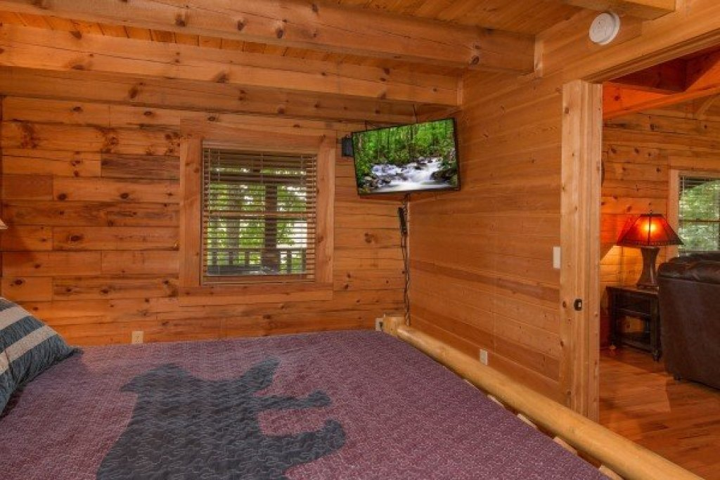 Photo of a Sevierville Cabin named Bear Mountain - This is the sixth photo in the set.