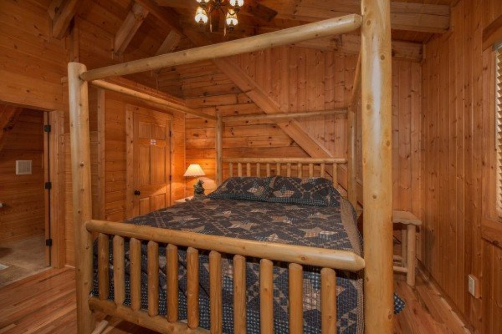 Photo of a Sevierville Cabin named Bear Mountain - This is the eighth photo in the set.