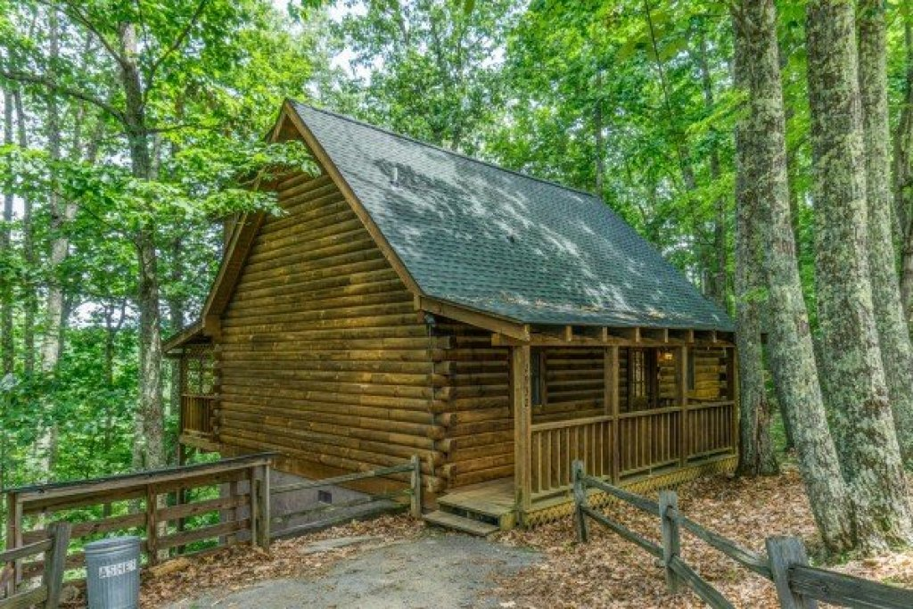 Photo of a Sevierville Cabin named Bear Mountain - This is the fourteenth photo in the set.