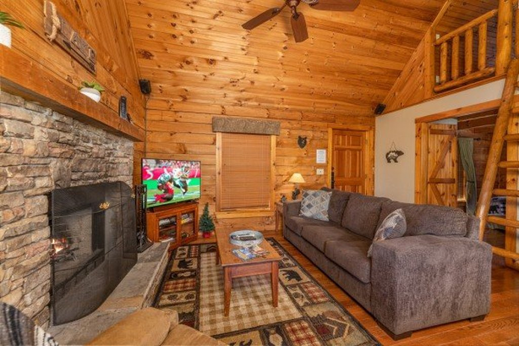 Photo of a Sevierville Cabin named Golden Memories - This is the fourth photo in the set.