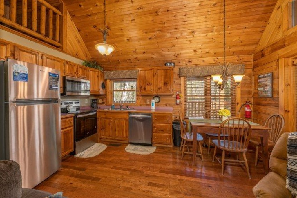Photo of a Sevierville Cabin named Golden Memories - This is the sixth photo in the set.