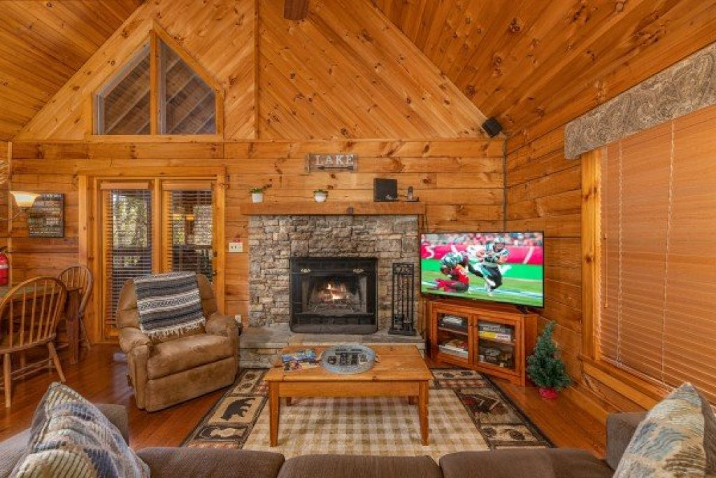 Photo of a Sevierville Cabin named Golden Memories - This is the second photo in the set.