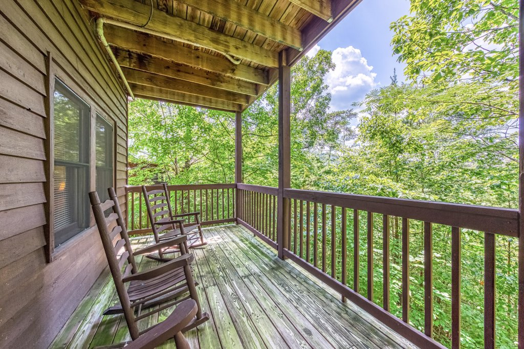 Photo of a Pigeon Forge Cabin named Arrowhead Log Cabin Resort: Papaw's Bear Den Cabin - This is the second photo in the set.