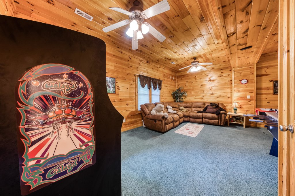 Photo of a Pigeon Forge Cabin named Arrowhead Log Cabin Resort: Papaw's Bear Den Cabin - This is the twelfth photo in the set.