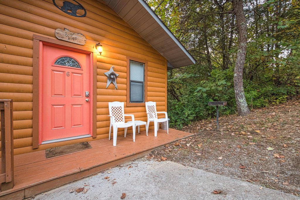 Photo of a Pigeon Forge Cabin named Bear Hugs Cabin - This is the seventeenth photo in the set.