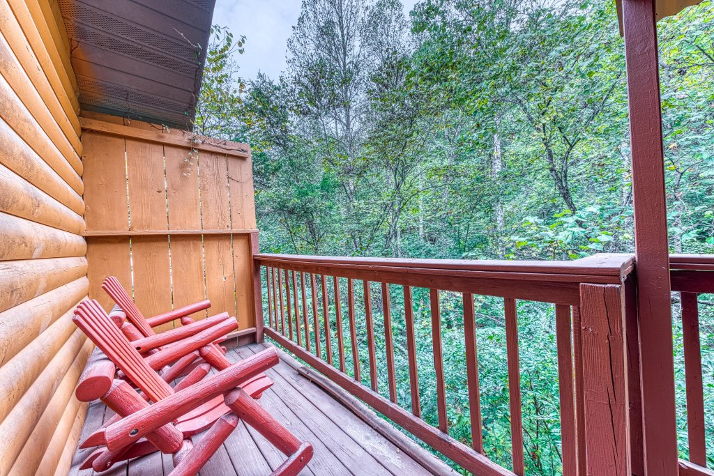 Photo of a Pigeon Forge Cabin named Bear Hugs Cabin - This is the first photo in the set.