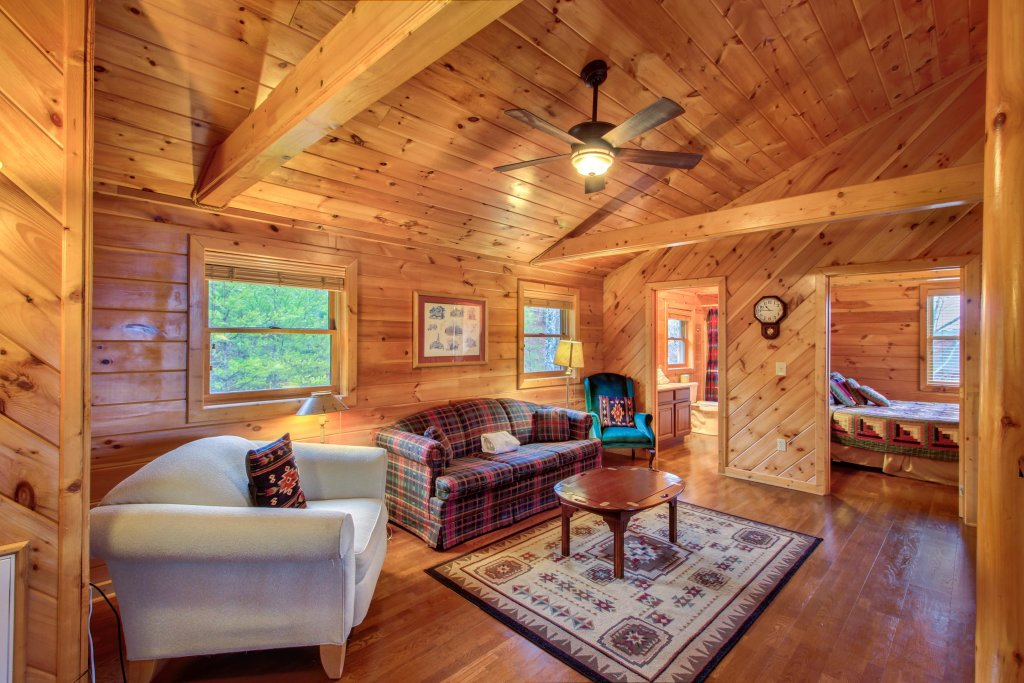 Photo of a Sevierville Cabin named Inspiration Point Cabin - This is the fifteenth photo in the set.