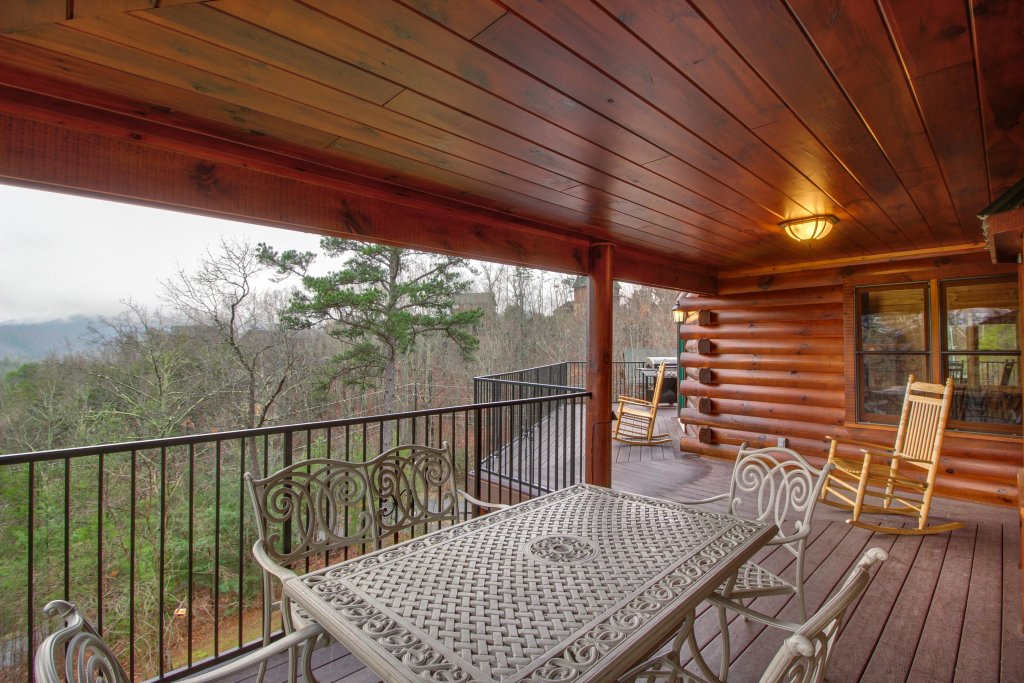 Photo of a Sevierville Cabin named Inspiration Point Cabin - This is the seventh photo in the set.