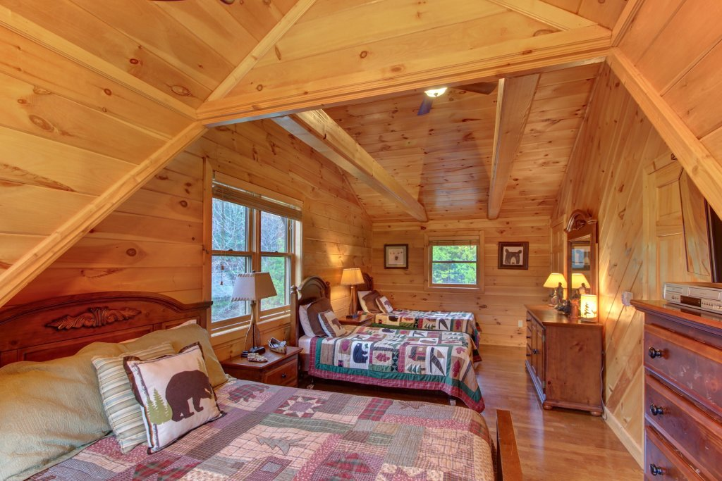 Photo of a Sevierville Cabin named Inspiration Point Cabin - This is the eighteenth photo in the set.