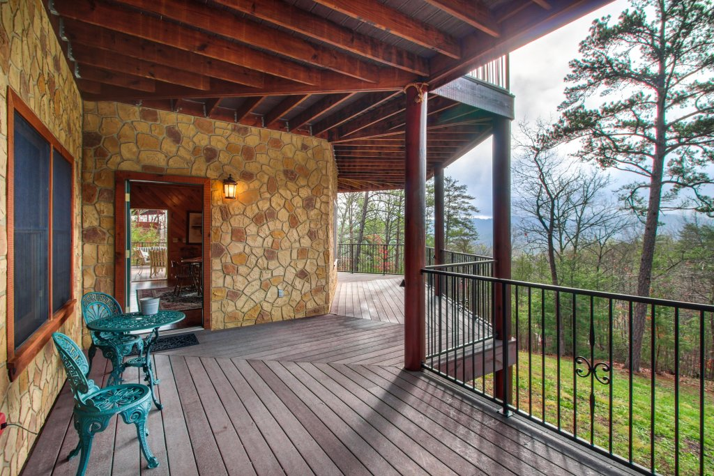 Photo of a Sevierville Cabin named Inspiration Point Cabin - This is the eighth photo in the set.