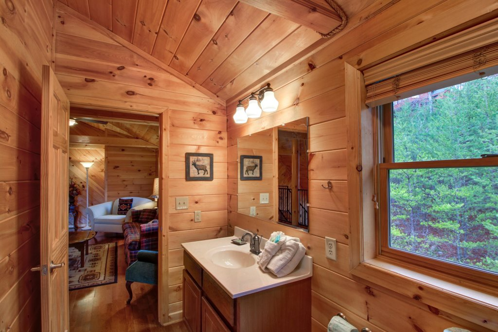 Photo of a Sevierville Cabin named Inspiration Point Cabin - This is the thirty-ninth photo in the set.