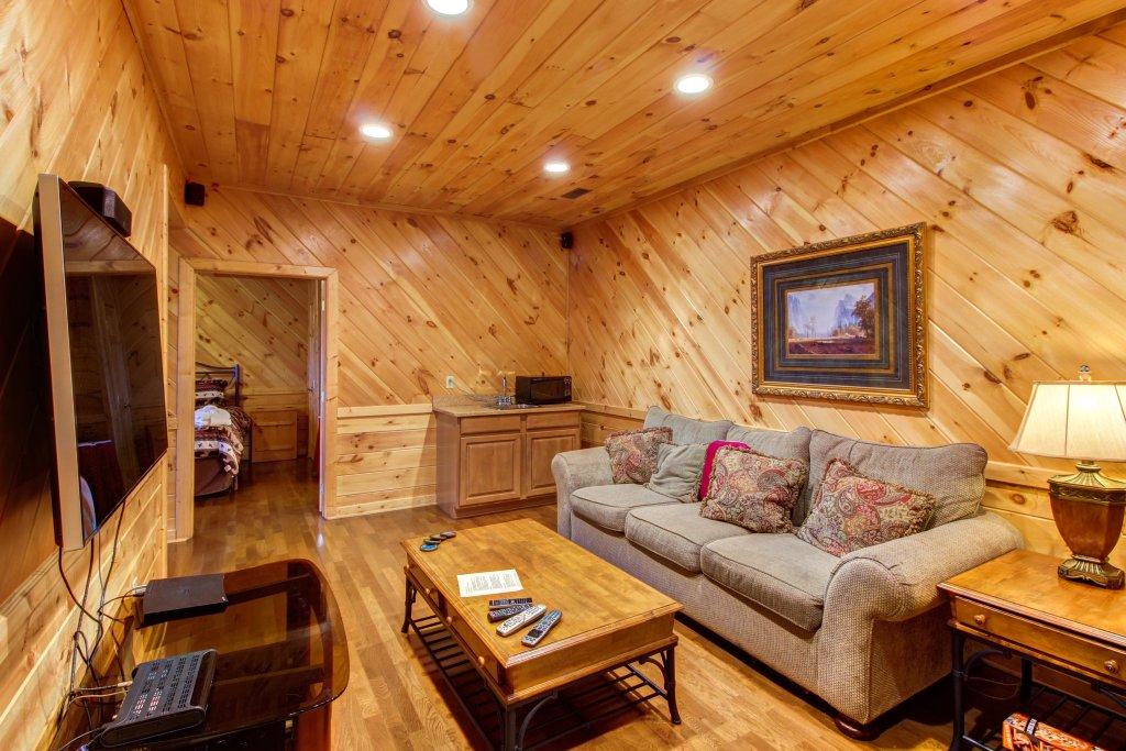Photo of a Sevierville Cabin named Inspiration Point Cabin - This is the thirteenth photo in the set.