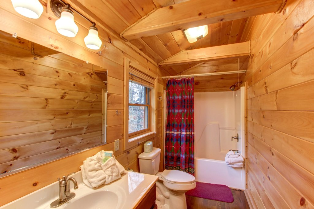 Photo of a Sevierville Cabin named Inspiration Point Cabin - This is the twentieth photo in the set.
