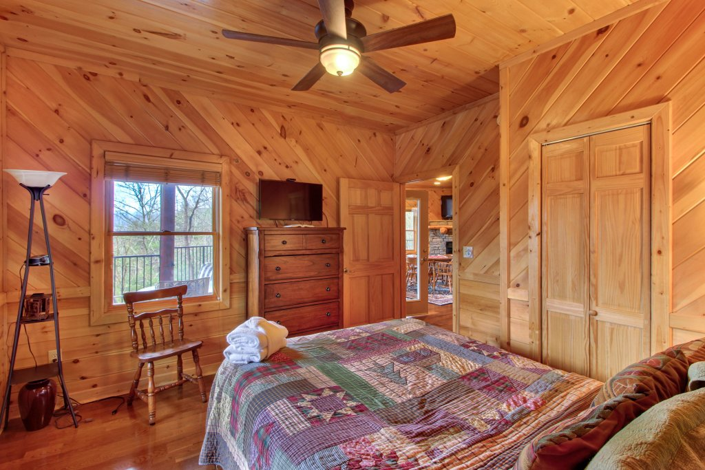 Photo of a Sevierville Cabin named Inspiration Point Cabin - This is the forty-second photo in the set.