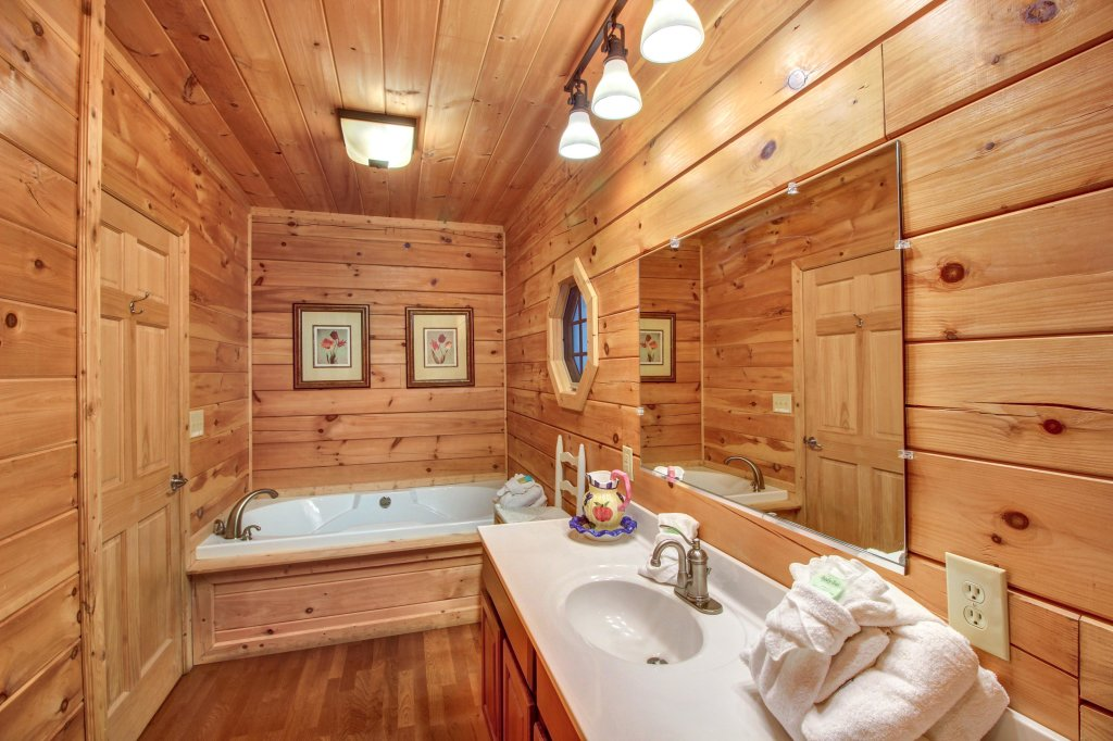 Photo of a Sevierville Cabin named Inspiration Point Cabin - This is the seventeenth photo in the set.