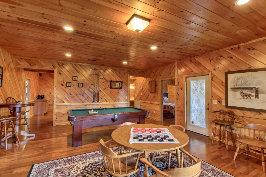 Photo of a Sevierville Cabin named Inspiration Point Cabin - This is the fourteenth photo in the set.