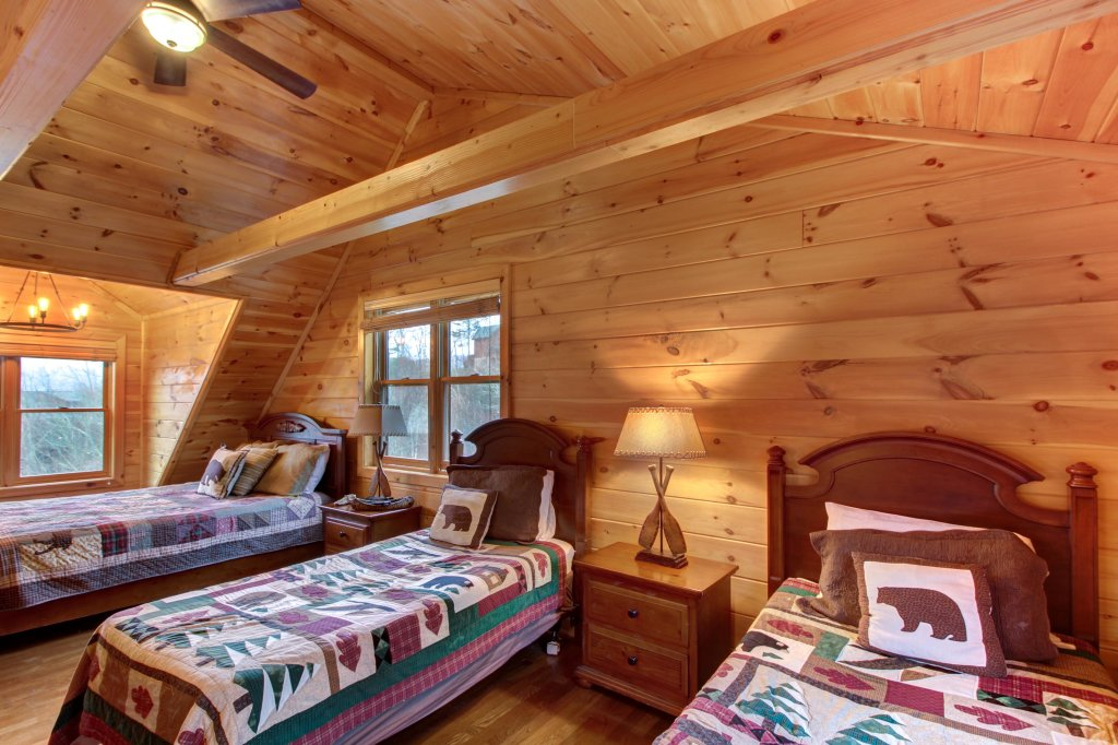 Photo of a Sevierville Cabin named Inspiration Point Cabin - This is the thirty-seventh photo in the set.