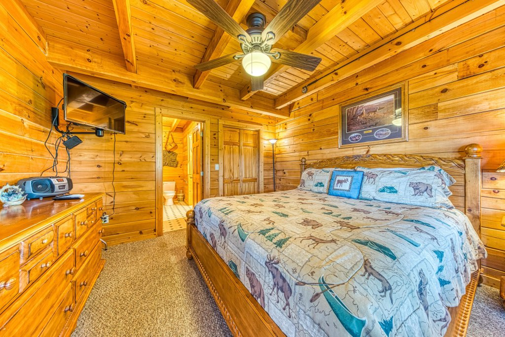Photo of a Sevierville Cabin named A Point Of View Cabin - This is the seventeenth photo in the set.