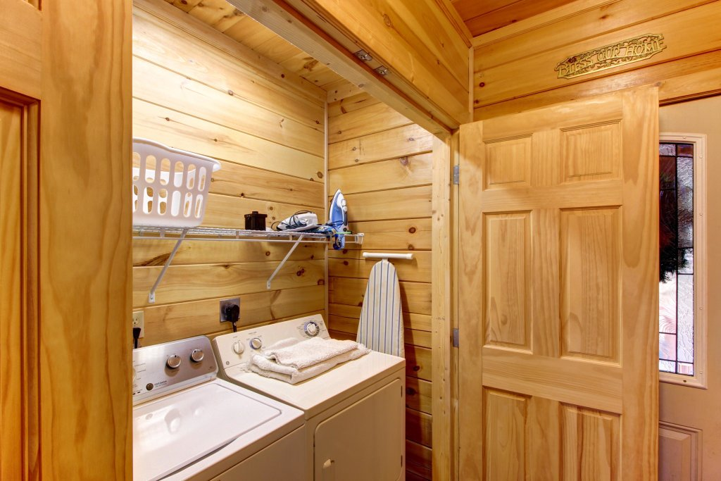 Photo of a Sevierville Cabin named Inspiration Point Cabin - This is the twenty-fourth photo in the set.