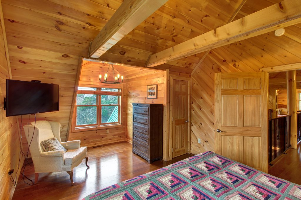 Photo of a Sevierville Cabin named Inspiration Point Cabin - This is the thirty-eighth photo in the set.