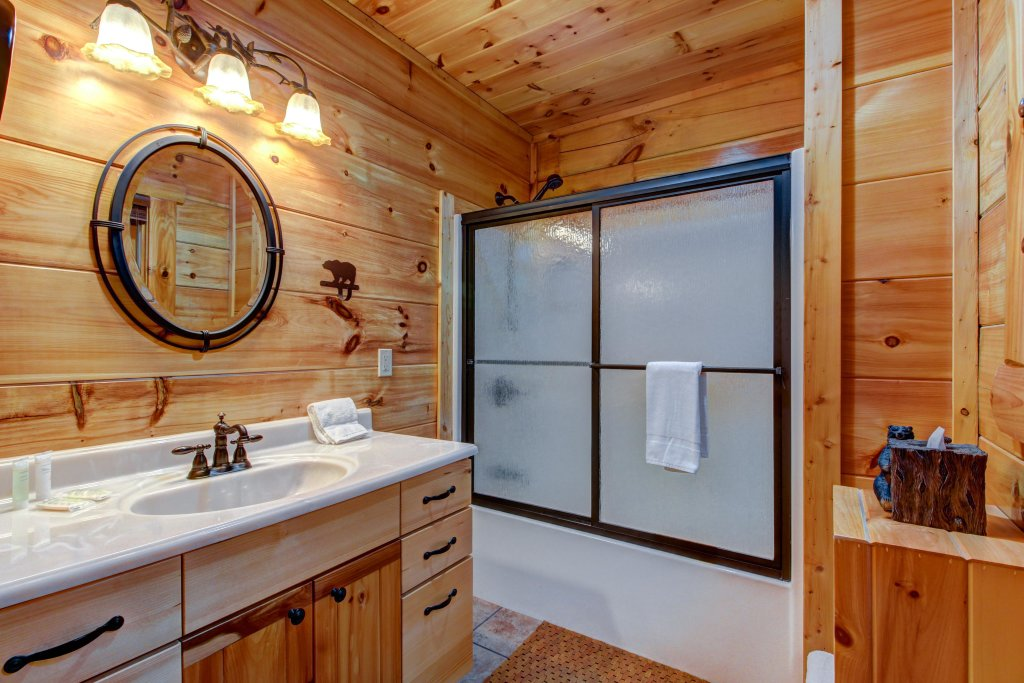 Photo of a Sevierville Cabin named Serenity Cabin - This is the twenty-second photo in the set.