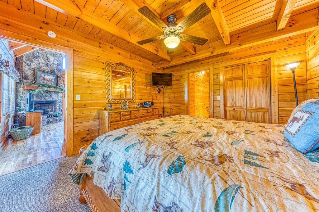 Photo of a Sevierville Cabin named A Point Of View Cabin - This is the sixteenth photo in the set.