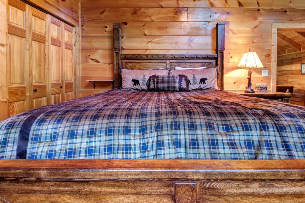 Photo of a Sevierville Cabin named Serenity Cabin - This is the twenty-fifth photo in the set.