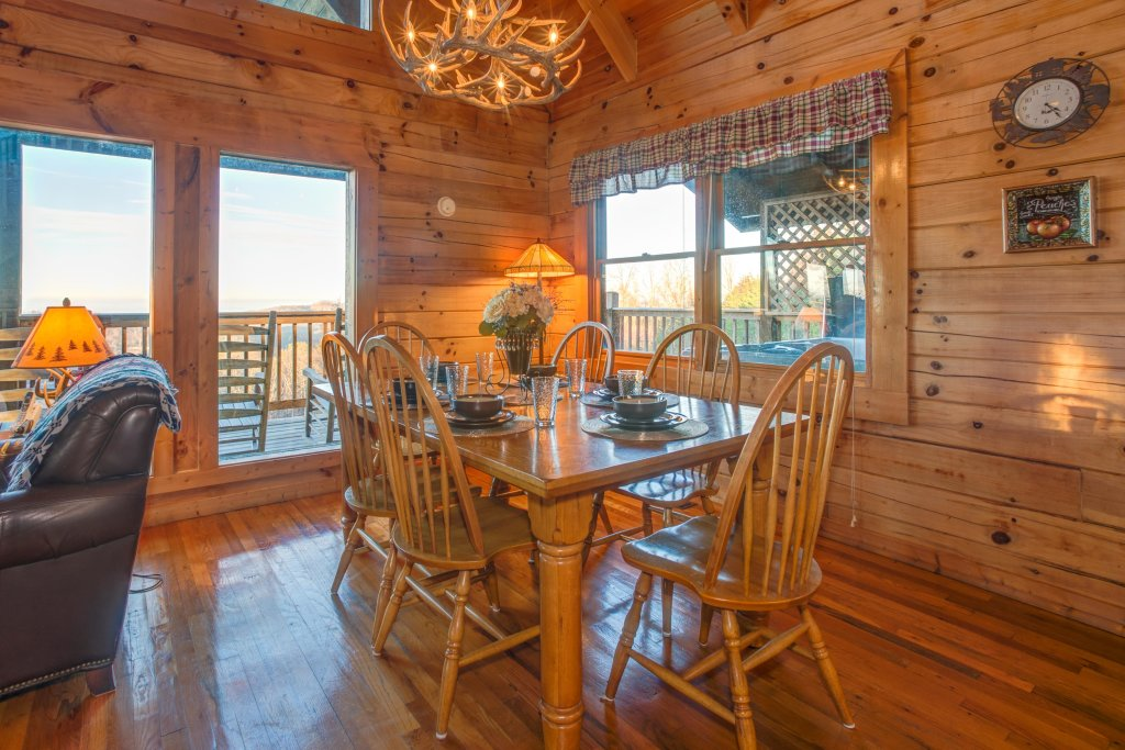 Photo of a Sevierville Cabin named A Point Of View Cabin - This is the thirty-seventh photo in the set.