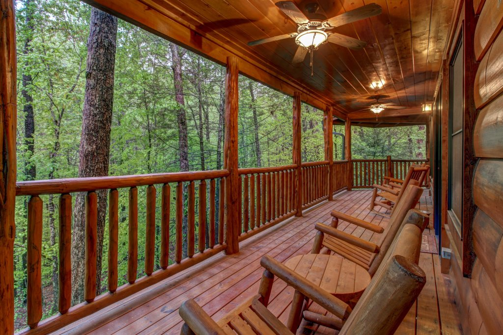 Photo of a Sevierville Cabin named Serenity Cabin - This is the forty-first photo in the set.