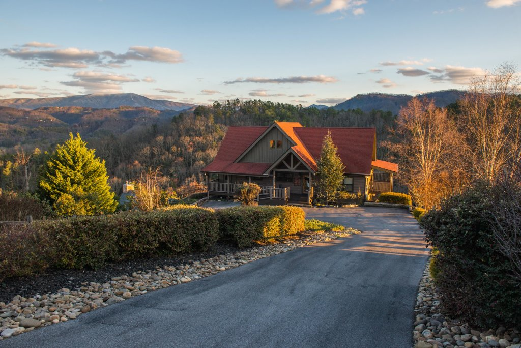 Photo of a Sevierville Cabin named Hogwartz Of The Smokies Cabin - This is the first photo in the set.