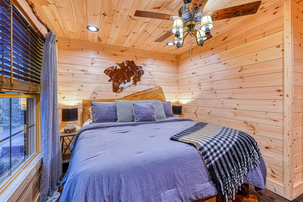 Photo of a Gatlinburg Cabin named The Blue Spruce - This is the fourteenth photo in the set.