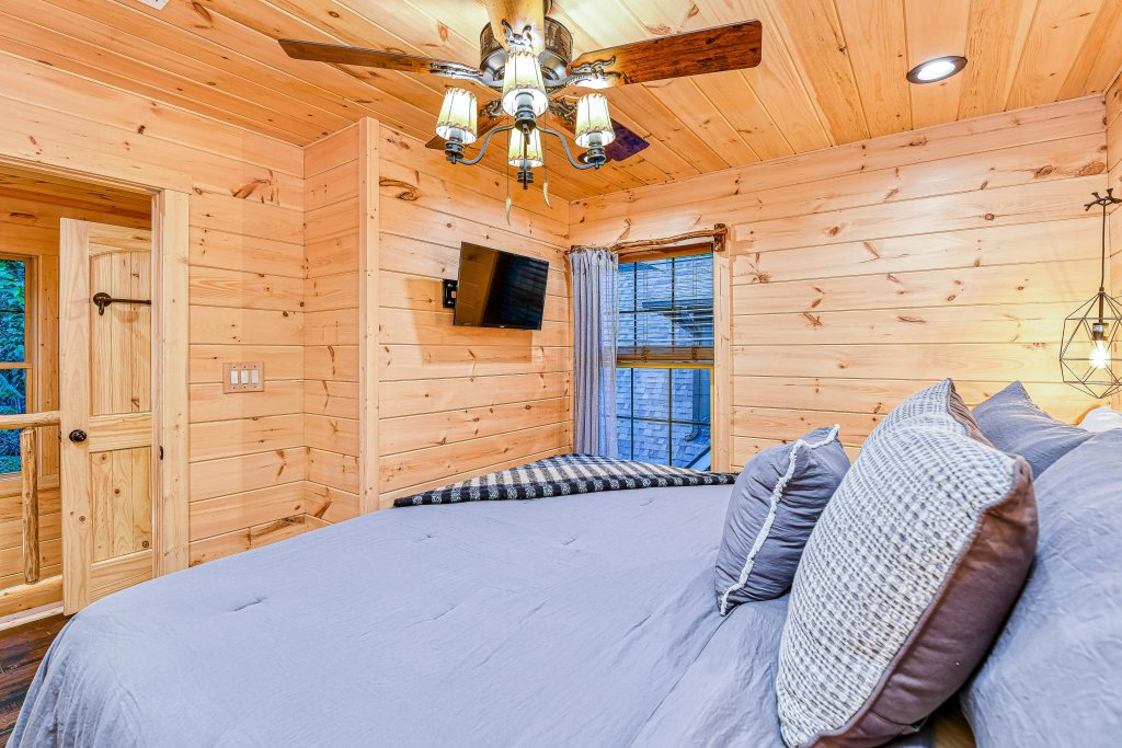 Photo of a Gatlinburg Cabin named The Blue Spruce - This is the nineteenth photo in the set.