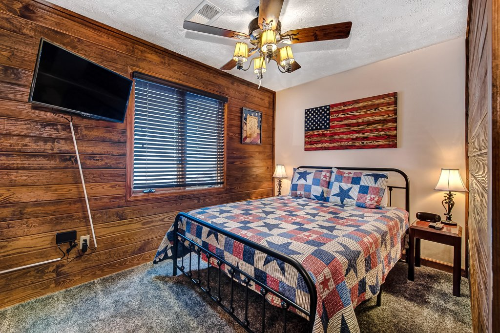 Photo of a Pigeon Forge Cabin named Mountain Vista Lodge - This is the twentieth photo in the set.
