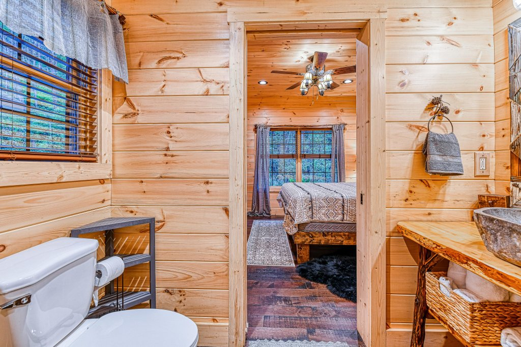 Photo of a Gatlinburg Cabin named The Blue Spruce - This is the twenty-third photo in the set.