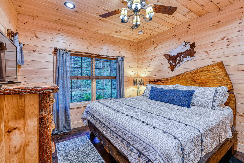 Photo of a Gatlinburg Cabin named The Blue Spruce - This is the twenty-first photo in the set.