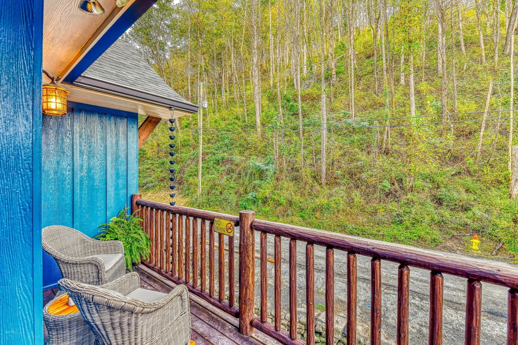 Photo of a Gatlinburg Cabin named The Blue Spruce - This is the twenty-sixth photo in the set.