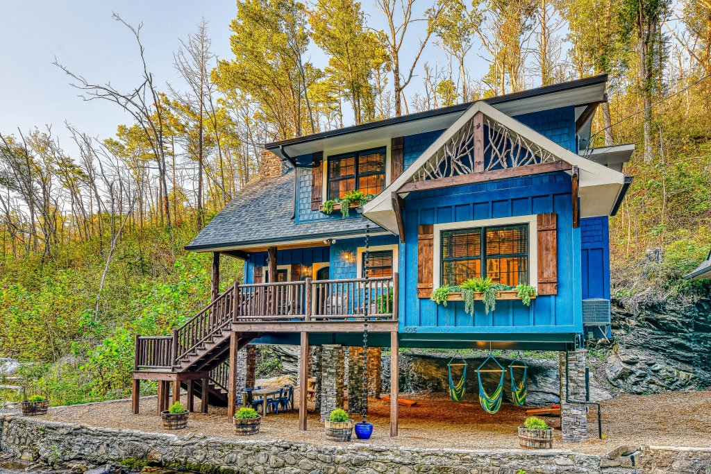 Photo of a Gatlinburg Cabin named The Blue Spruce - This is the forty-first photo in the set.
