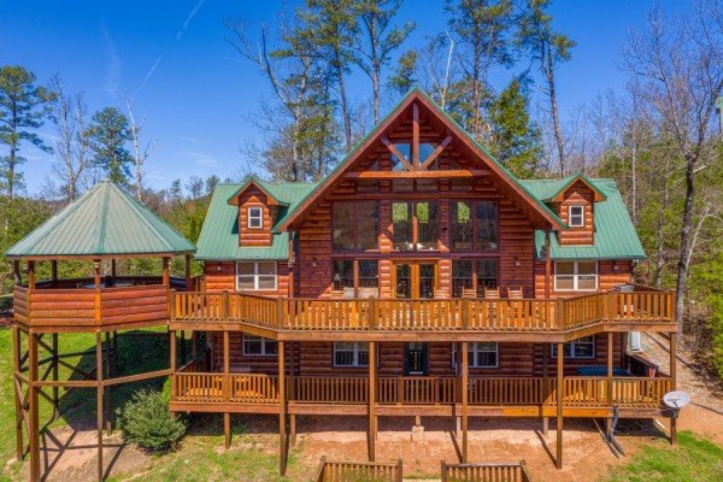 Photo of a Sevierville Cabin named Rainbow's End - This is the second photo in the set.