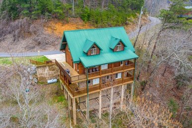 A 3 Bedroom, 4.5 Bath, Luxury Cabin For 12. Semi-secluded On Easy Access Roads.