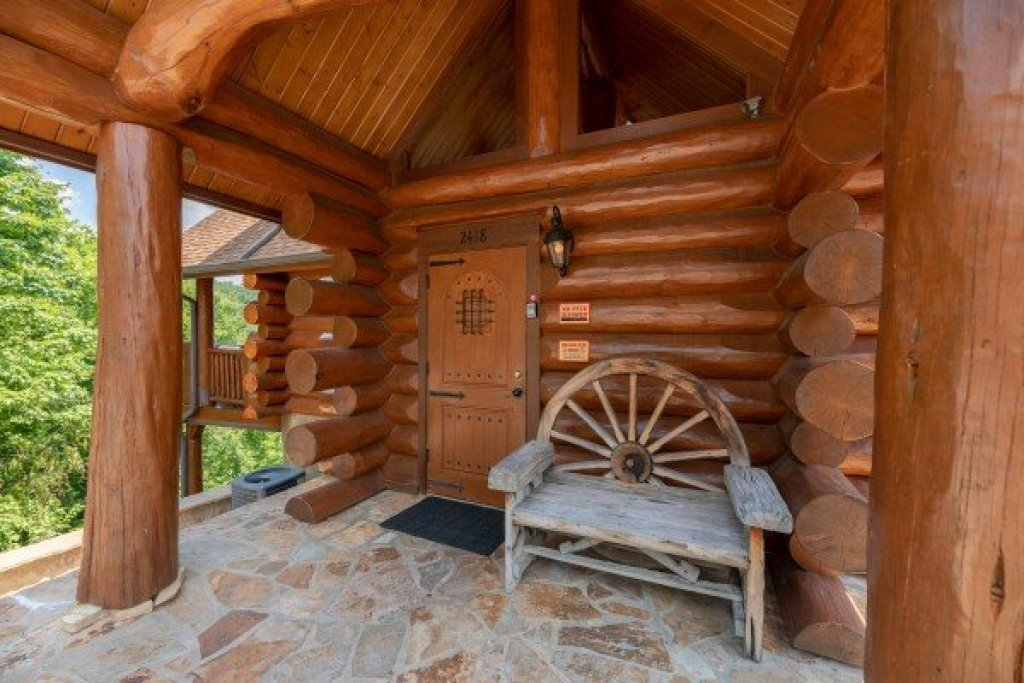 Photo of a Sevierville Cabin named God's Country - This is the fifth photo in the set.
