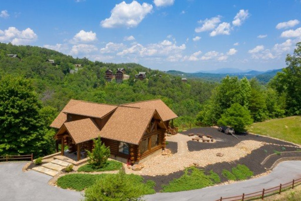 Photo of a Sevierville Cabin named God's Country - This is the fourth photo in the set.