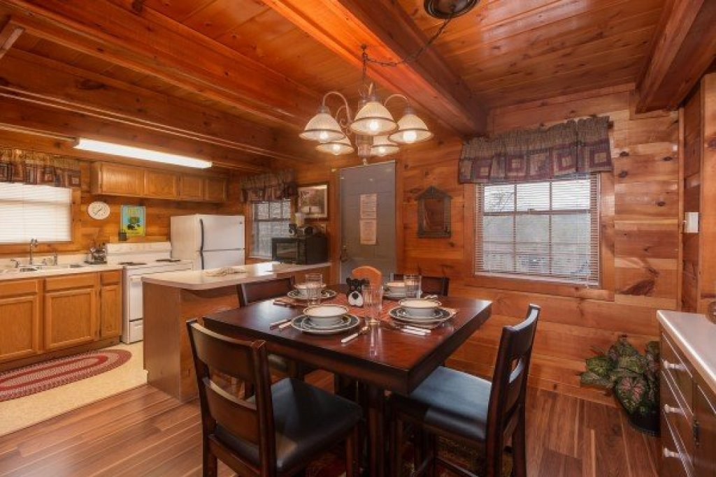 Photo of a Pigeon Forge Cabin named Beary Good Time - This is the fifth photo in the set.